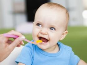 婴儿舌苔厚白是怎么回事